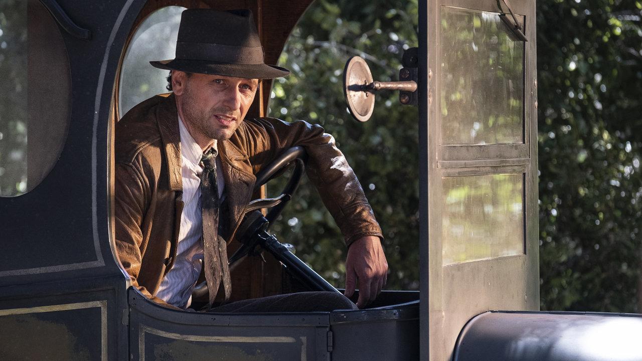 Matthew Rhys jako Perry Mason