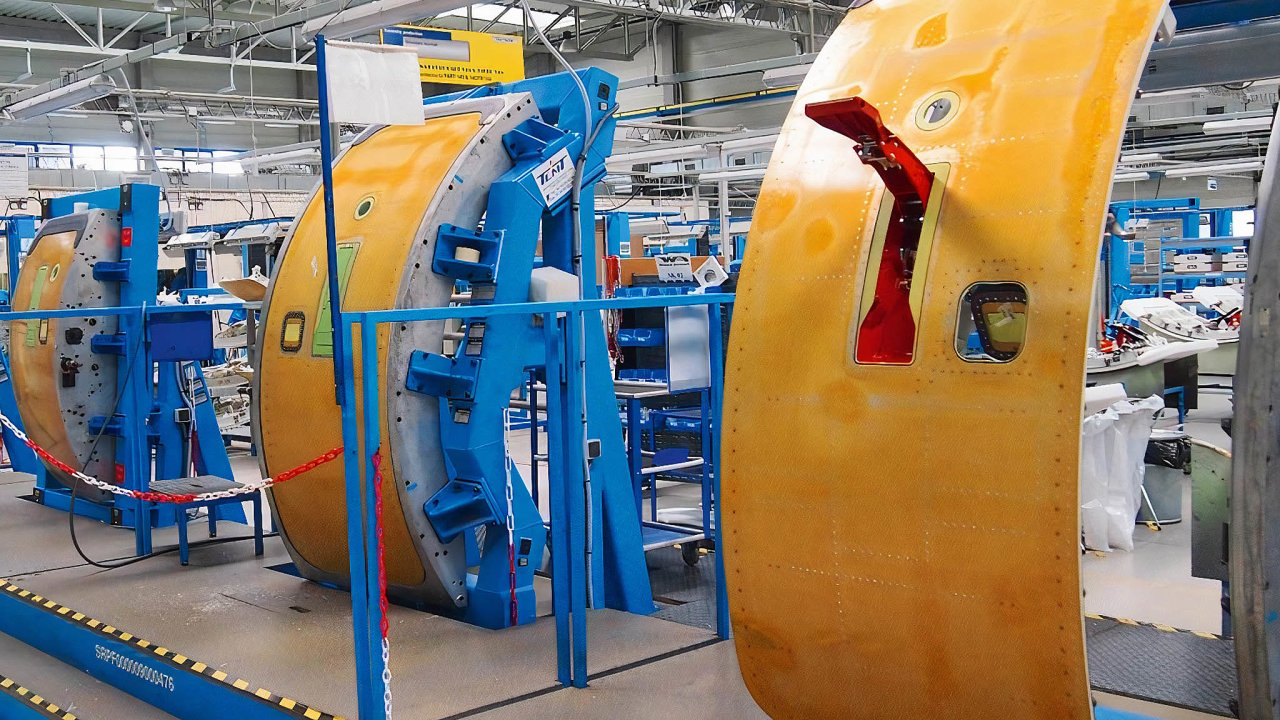 VLetňanech vyrábí letecké komponenty firma Latecoere. Ato hlavně dveře pro letadla. Závod má ale sútlumem letecké dopravy kvůli koronaviru potíže.