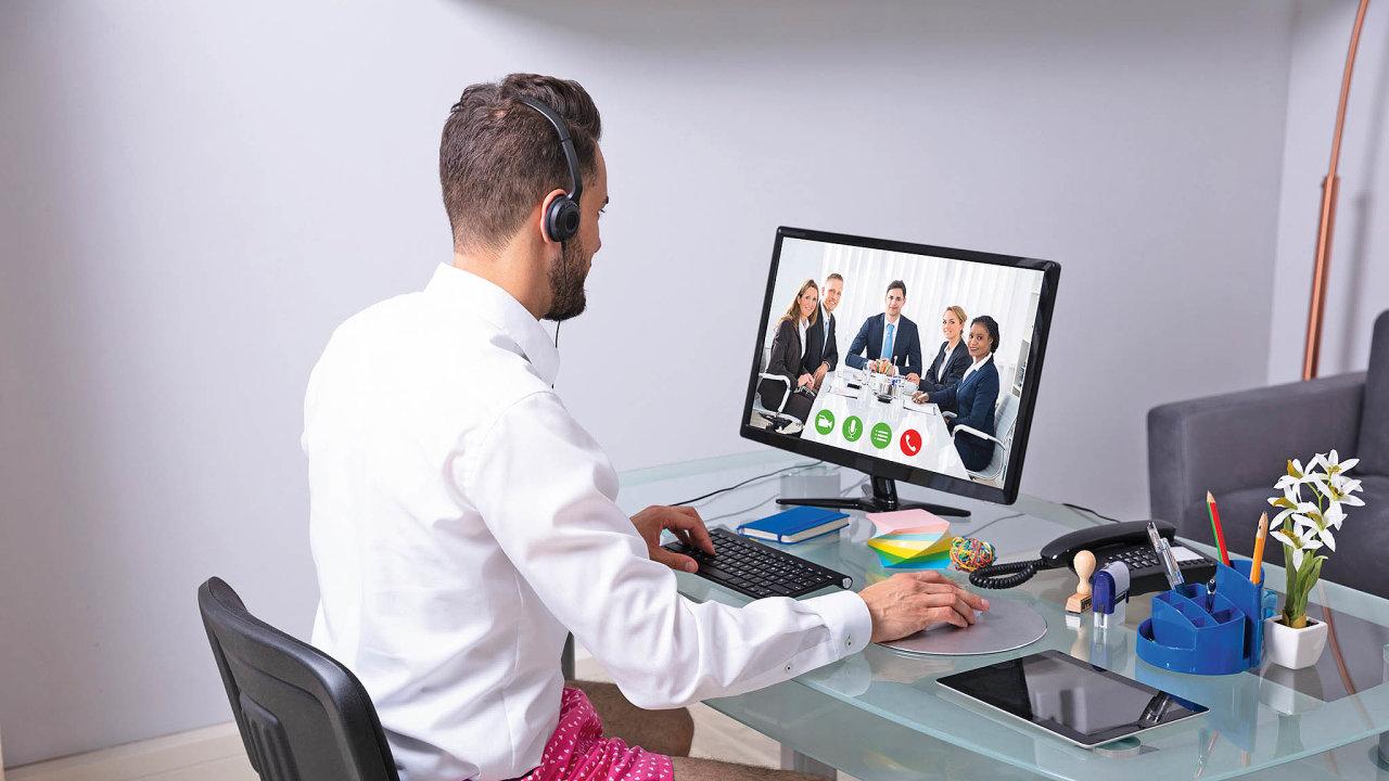 Práce z domova v době pandemie dokonale prověřila naše on-line komunikační dovednosti i schopnost přizpůsobit domácímu prostředí své pracovní návyky.