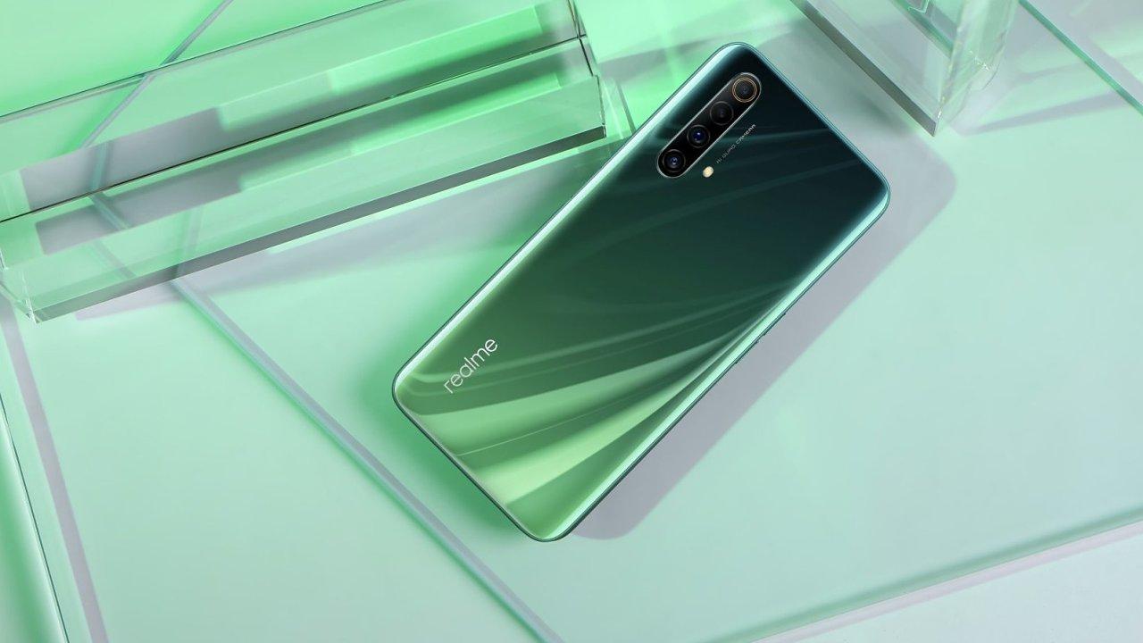 Telefon Realme X50 dává uživatelům jasnou nabídku: nejlevnější 5G a moderní procesor za přijatelnou cenu.