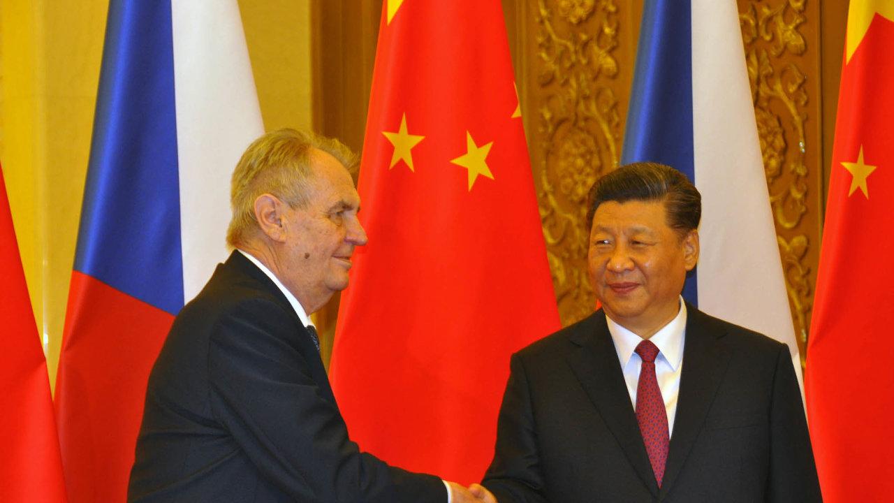 V dubnu 2019 se prezidenti Zeman a Si Ťin-pching mohli setkat osobně (na snímku). V únoru 2021 to kvůli koronaviru šlo jen prostřednictvím telekonference.