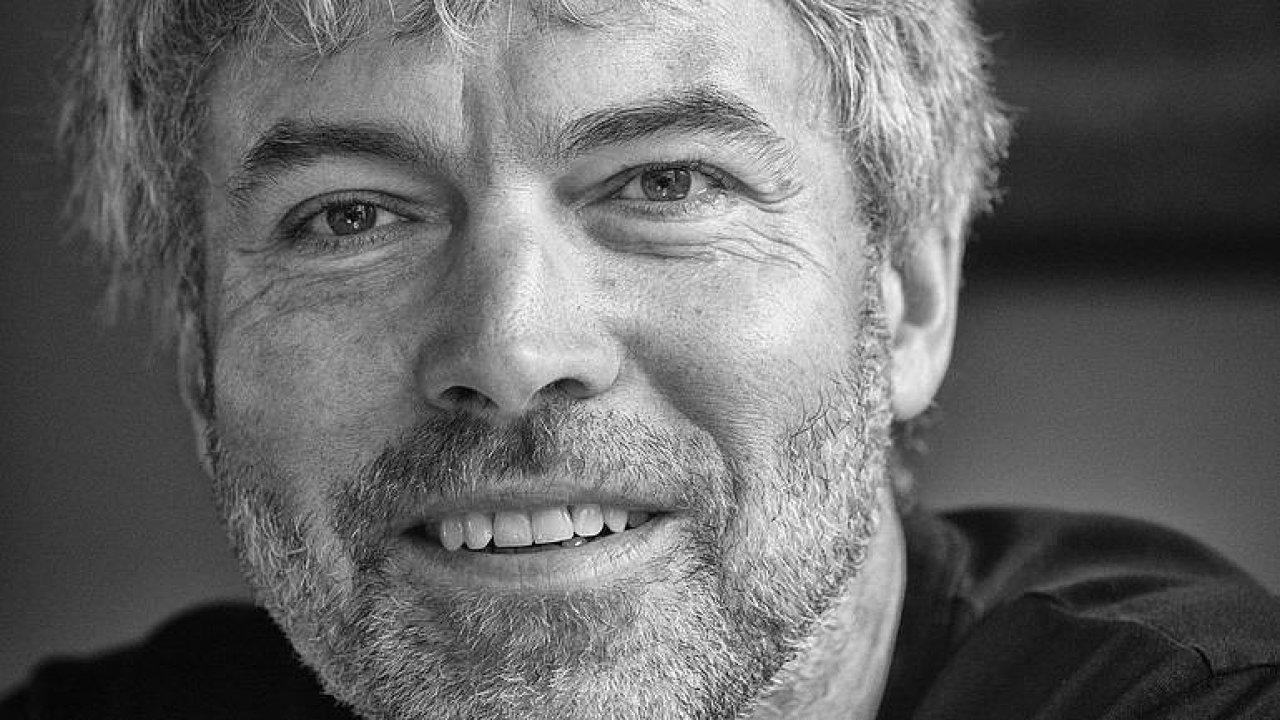 Speciál DVTV: Zemřel Petr Kellner. Nejbohatší Čech zahynul při nehodě vrtulníku