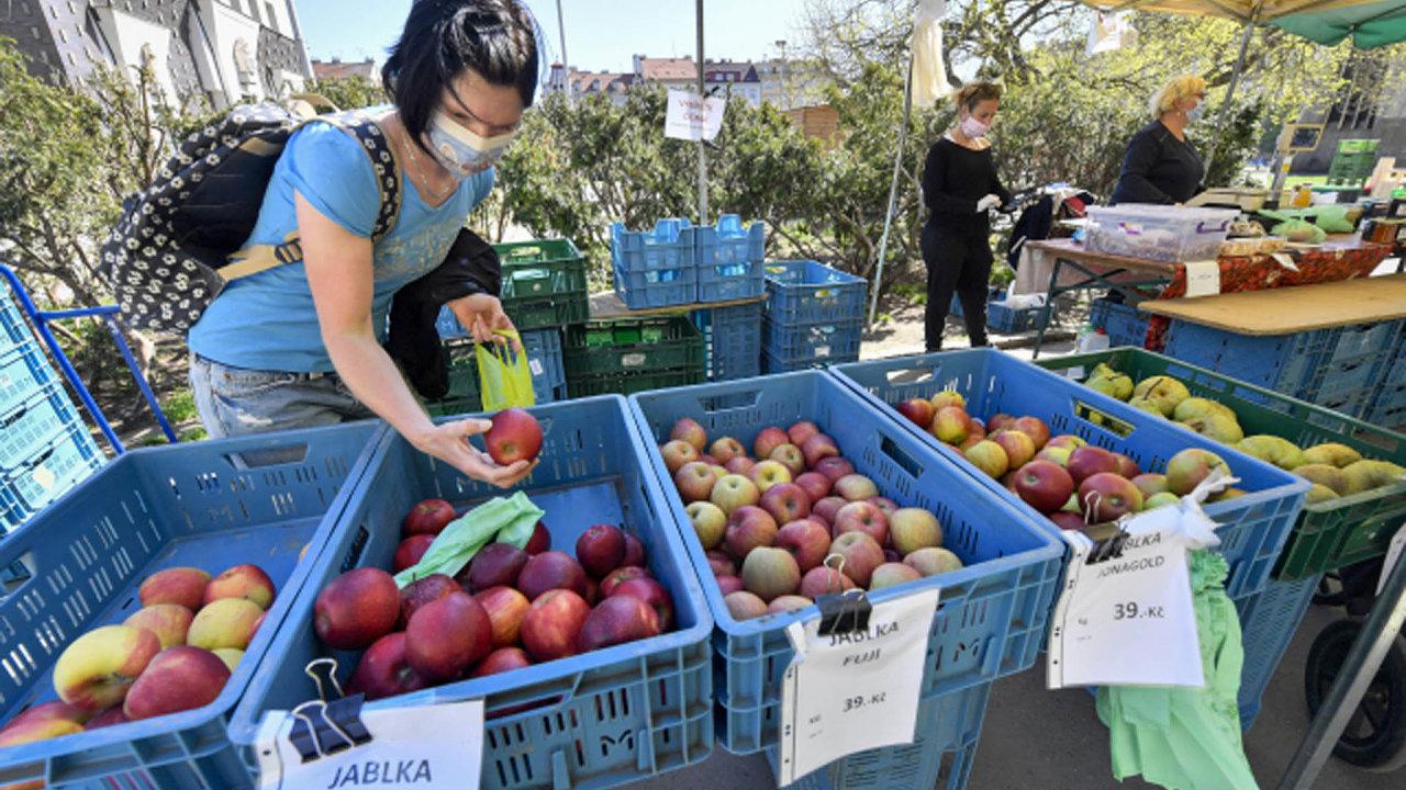 Od pondělí 12. dubna se mají opět otevřít také farmářské trhy.