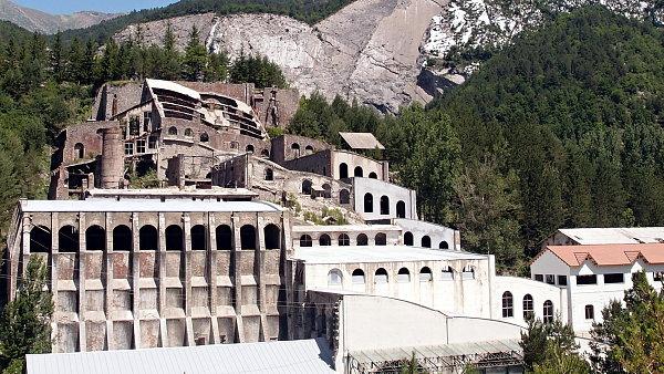 Secesní cementárna někdejší Güellovy společnosti Asland