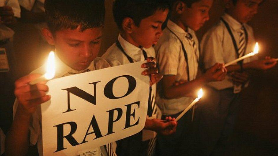Protesty po smrti znásilněné Indky