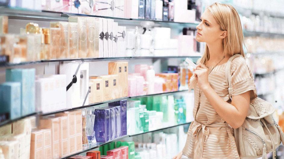 EK bude regulovat reklamu na kosmetiku.
