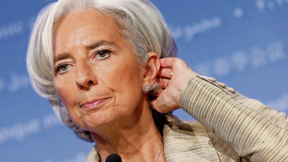 Mezinárodní měnový fond poměrně razantně snížil odhad světového růstu (na snímku ředitelka Christine Lagardeová)