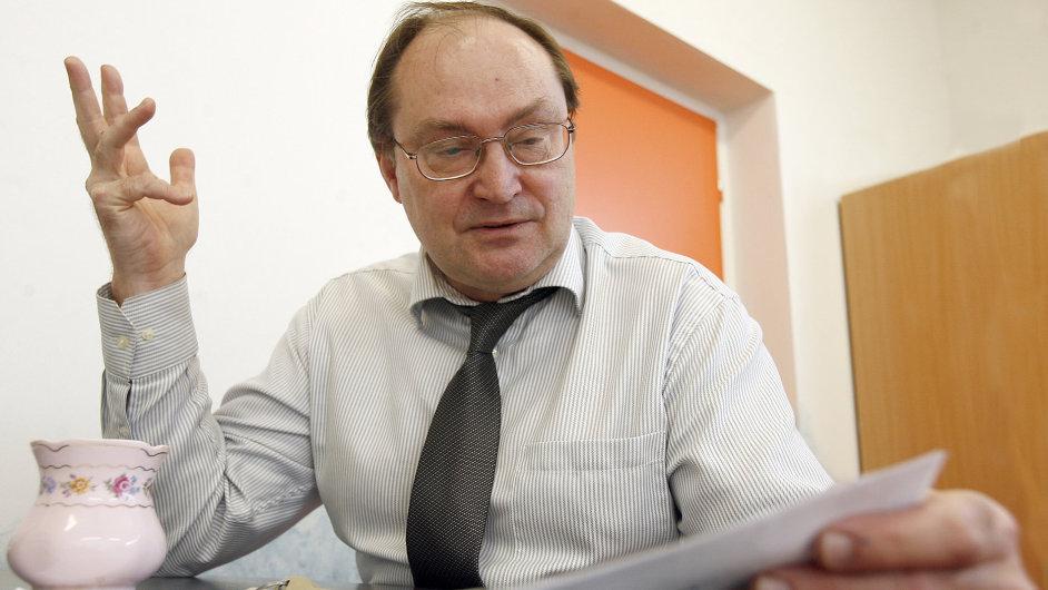 Učitel češtiny a vedoucí sekce českého jazyka školy Open Gate Jiří Kostečka
