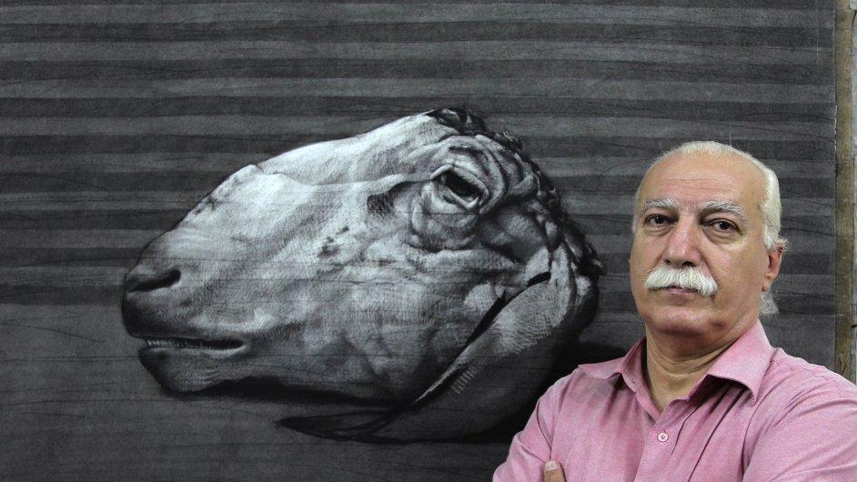 Youssef Abdelke ve svém ateliéru, foceno v září 2010