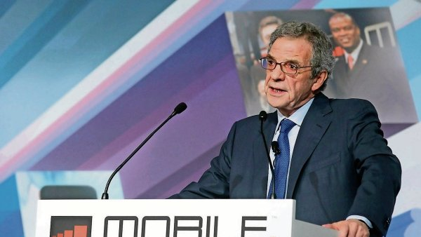 Šéf společnosti Telefónica César Alierta skončí ve funkci.