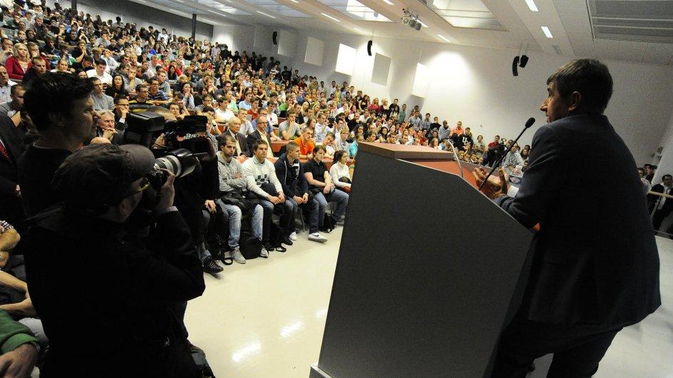 Předseda hnutí ANO Andrej Babiš hovoří na Fakultě podnikatelské VUT Brno, kde měl 11. listopadu přednášku na téma Jak vybudovat úspěšnou firmu - Manažerské zkušenosti z řízení velkých firem.
