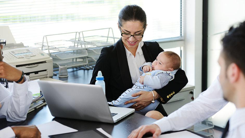 Pracující matka, ilustrační foto