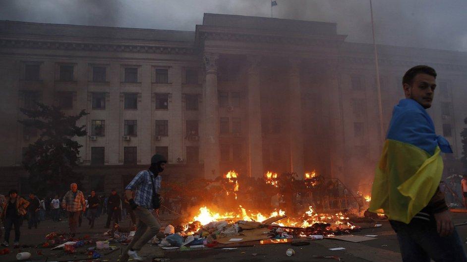 Hořící budova odborů v Oděse