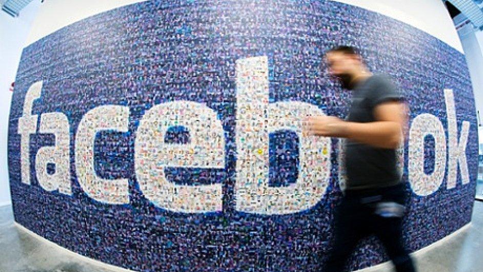 Nový systém umožní rodičům dohlížet na Facebook svých dětí.