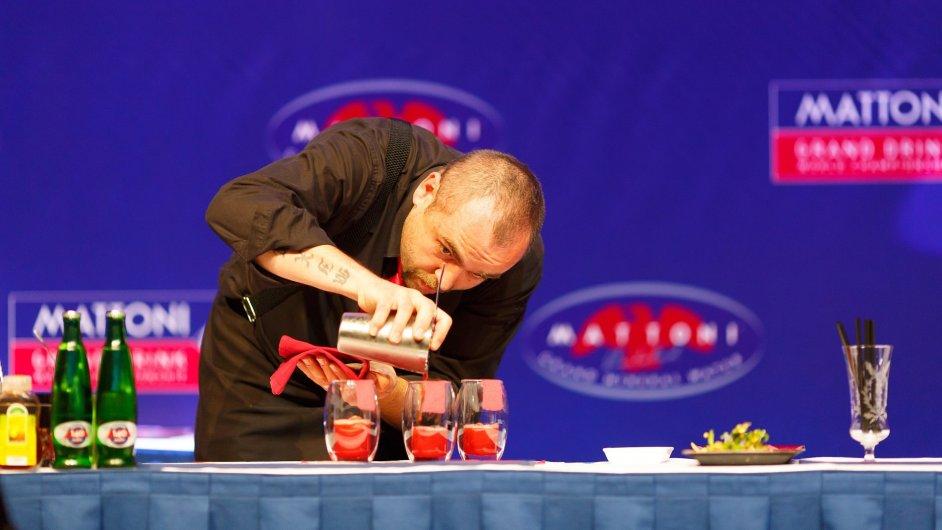 Achim Šipl při míchání vítězného drinku na mistrovství světa v roce 2013