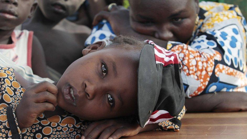 Dívka, která přežila útok Boko Haram, v uprchlickém táboře.