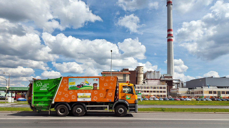 Praha je většinovým vlastníkem Pražských služeb, které nyní pro město zajišťují svoz odpadu
