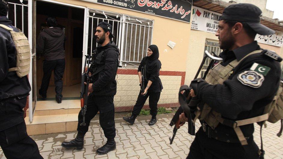 Policie v Islamabádu pátrá po přeživších útočnících