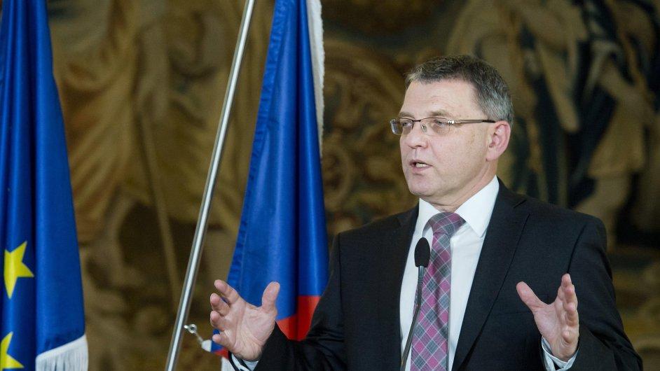 Ministr zahraničí ČR Lubomír Zaorálek (na snímku) vystoupil 9. října v Praze na tiskové konferenci po jednání s lotyšským protějškem Edgarsem Rinkévičsem.