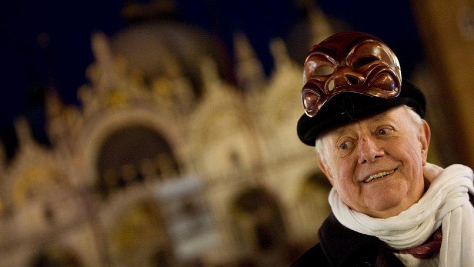 Dario Fo na snímku z Benátského karnevalu v roce 2009.