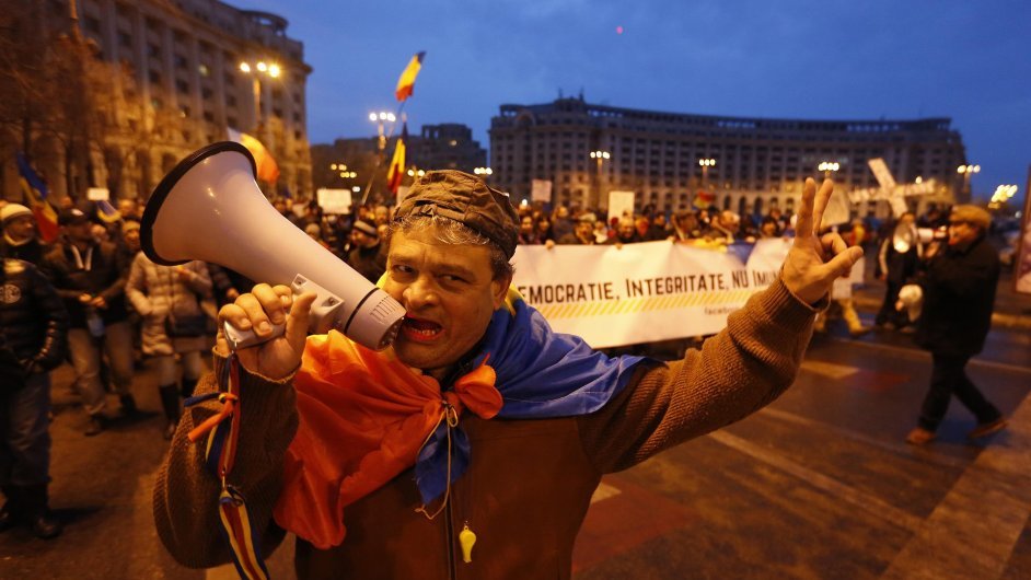 Proti plánovanému zákonu o korupci protestovaly statisíce lidí.