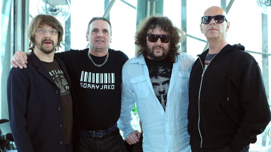 Na snímku jsou členové kapely J.A.R. Dan Bárta, Michael Viktořík, Roman Holý a Oto Klempíř.