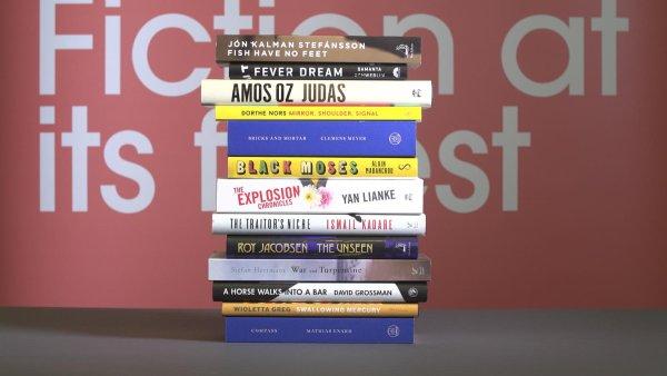 Na snímku jsou díla nominovaná na Mezinárodní Man Bookerovu cenu 2017.