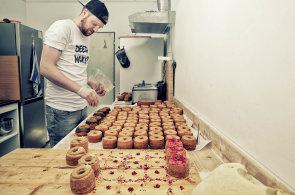 Cože, crobliha? Mladý podnikatel připravuje křížence francouzského croissantu a amerického donutu