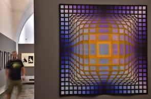 Alšova jihočeská galerie vystavuje Vasarelyho. Tapiserii si půjčila z Maďarska, jiná díla z Francie