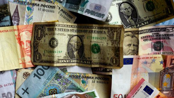 Podle údajů MMF je americký dolar až o dvacet procent nadhodnocený. – Ilustrační foto.