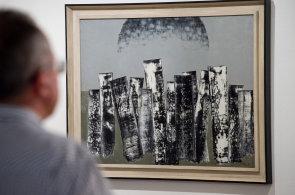 Museum Kampa vystavuje abstraktního malíře Paura. Jeho městské krajiny připomenou až kosmické struktury
