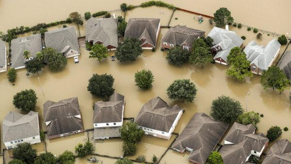 V Texasu budou přísně trestat rabování zatopených domů.
