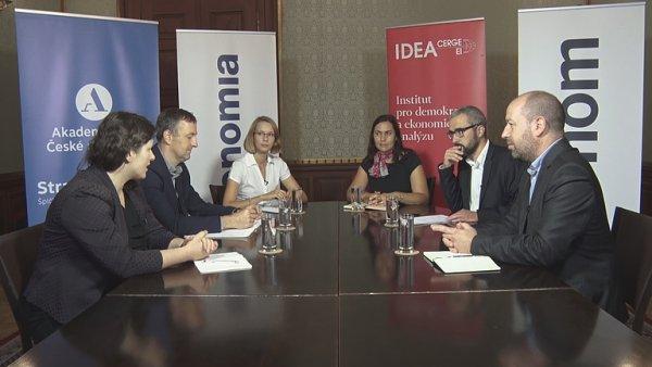 Experti diskutují o rodinné politice Česka s analytiky magazínu Ekonom.