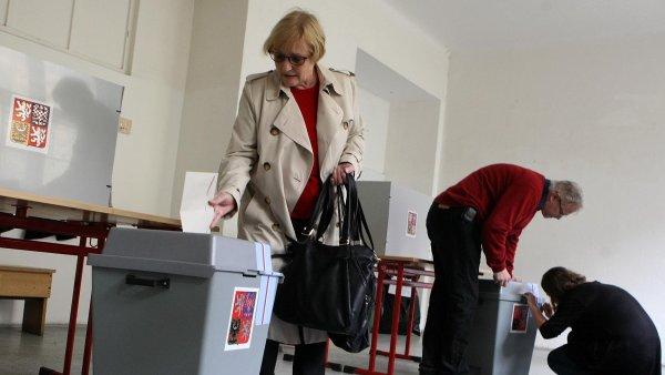 Pětiprocentní limit nutný pro vstup do poslanecké sněmovny obvykle překročí jen pět či šest politických stran, a tak velké množství hlasů propadá.