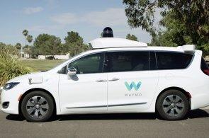 Samořiditelná auta od Googlu se osvědčila. V USA je bez řidiče otestovali v plném provozu jako taxíky