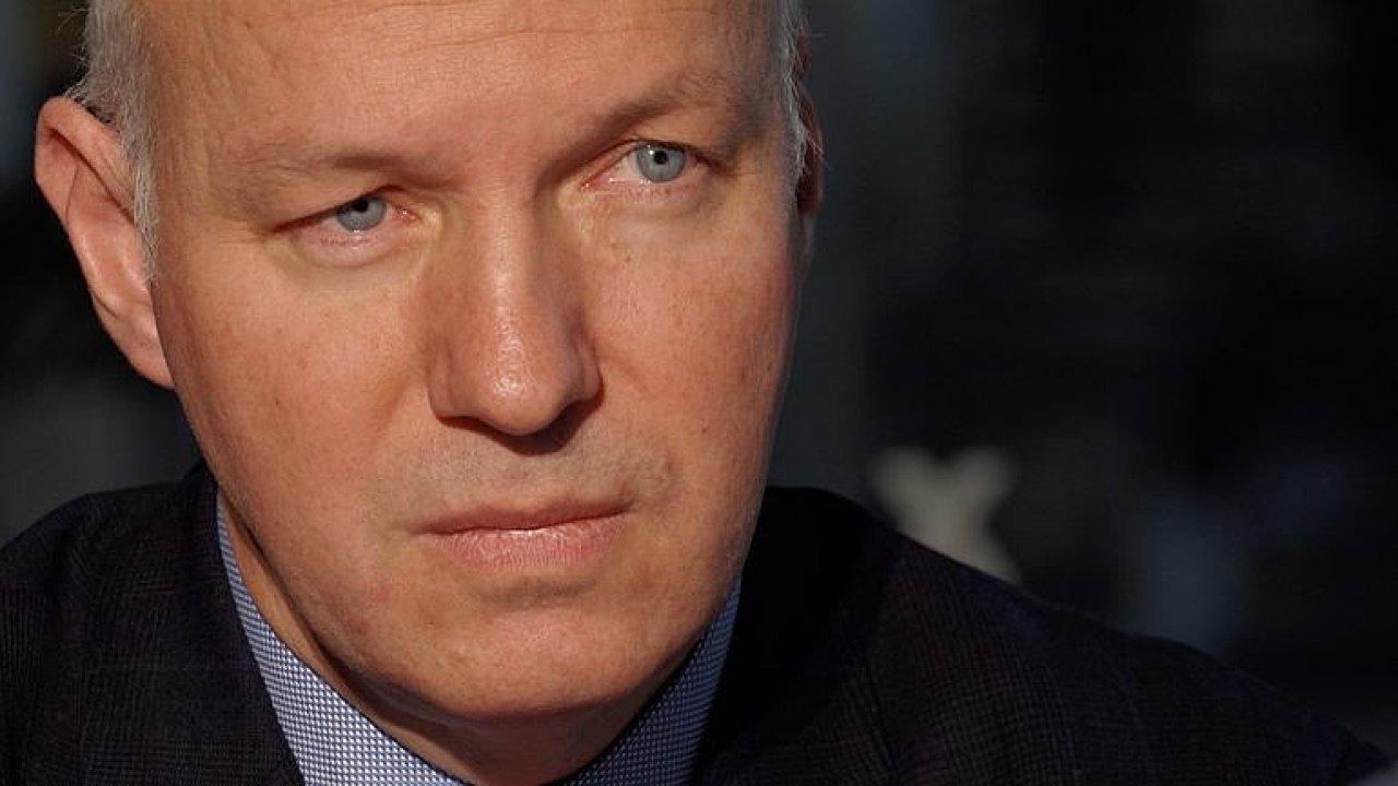 Řada Zemanových voličů hledá alternativu, země potřebuje prezidenta v plné síle, říká Fischer.