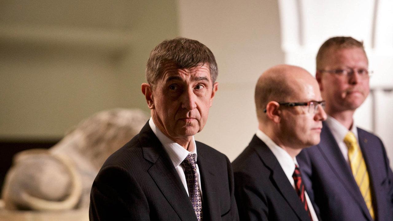 Osamocený mezi spojenci: Šéf ANO Andrej Babiš si v úterý postěžoval, že ČSSD a KDU-ČSL společně útočí na jeho hnutí, jako by byly jedna strana.