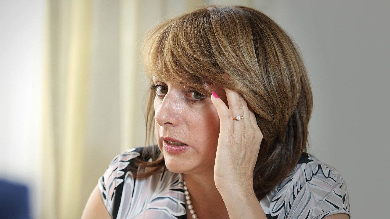 V poslední době byla primátorka Adriana Krnáčová například kritizována, když v březnu po kolapsu dopravy prohlásila, že Pražané jsou ohledně dopravy