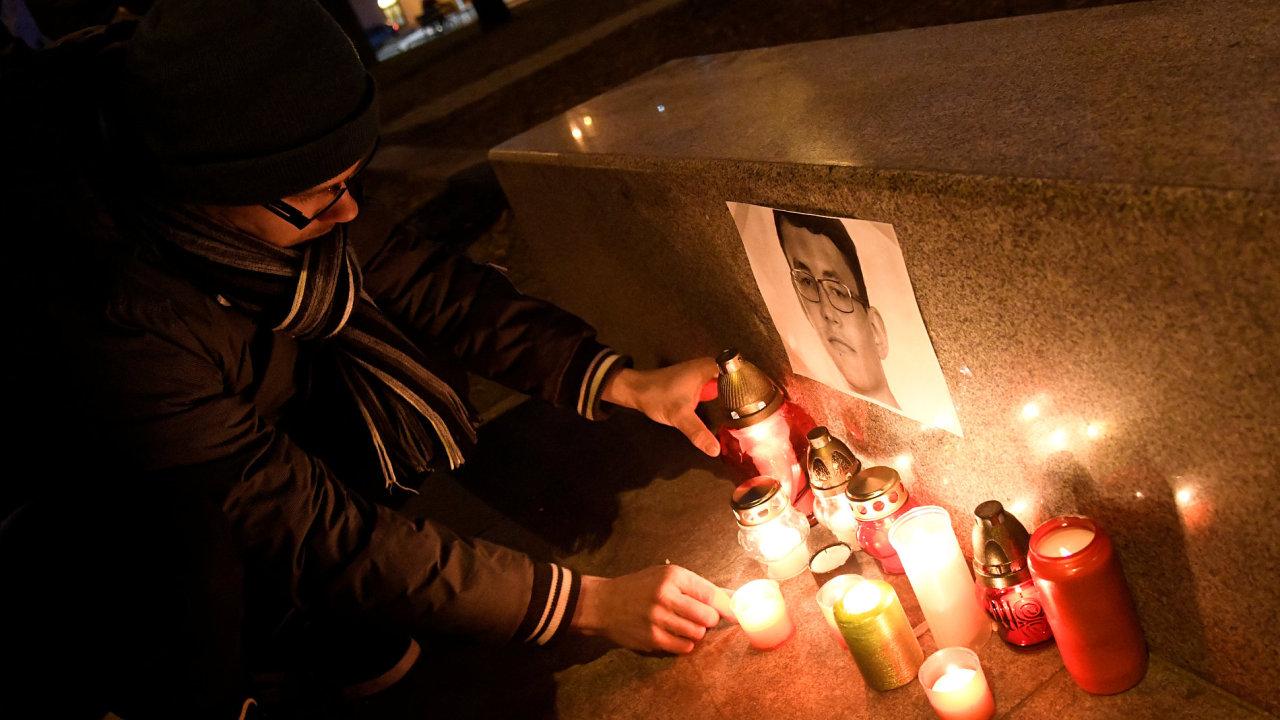 Na Slovensku zavraždili novináře i s jeho partnerkou.