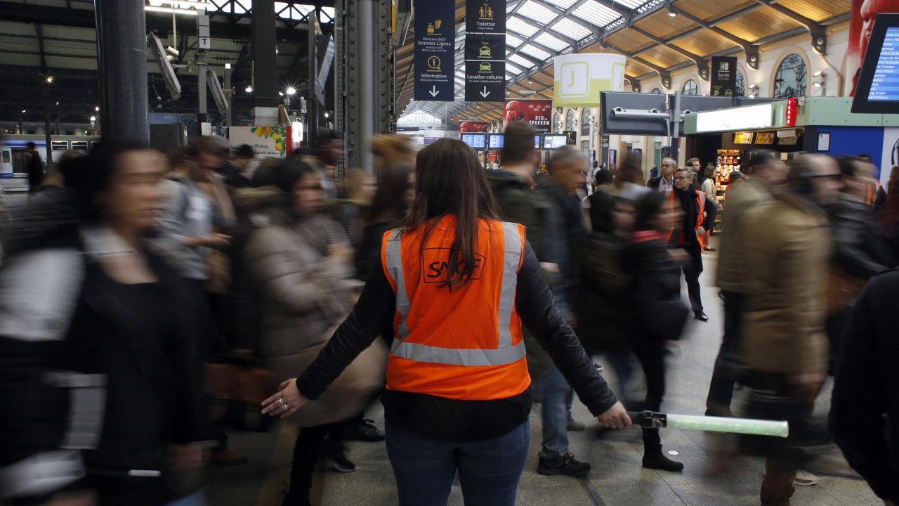 Francie zažívá masivní stávky dopravců, které komplikují cestování po celé zemi.