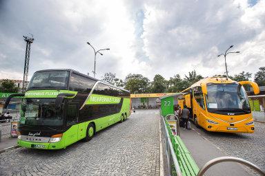 Železniční i autobusoví dopravci budou moci od příštího pondělí obnovit své linky do zahraničí.
