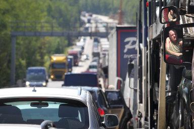 Češi tráví hodiny v kolonách na dálnici D1, která by měla být kompletně hotová za tři roky.