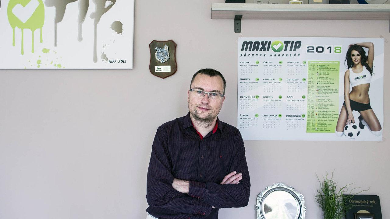 Spolumajitel a šéf sázkové kanceláře Maxi-Tip Karel Kabrna