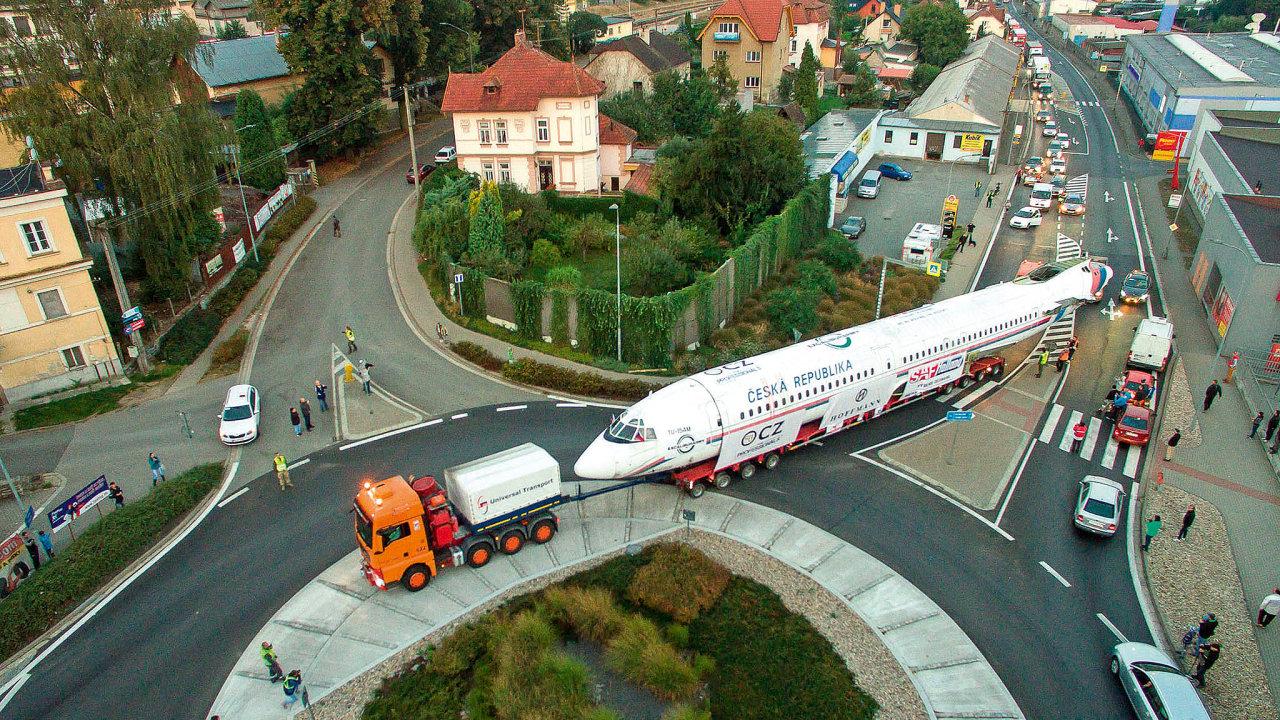 Německý specialista na přepravu extrémních nákladů Universal Transport rozšiřuje svoje portfolio na českém trhu. Převzal další renomovanou českou přepravní společnost z oboru - Nosreti.