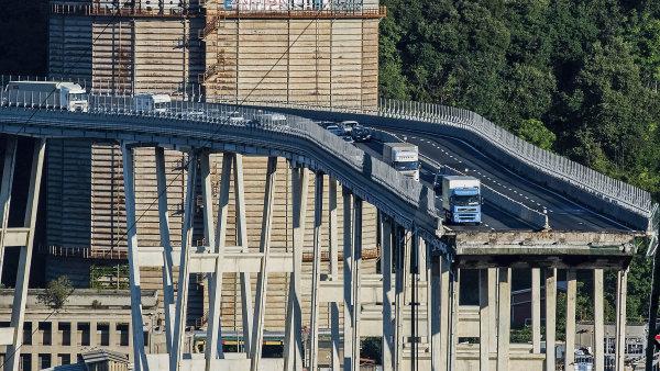 Chceme více investic do infrastruktury i za cenu vyššího schodku, než požaduje Brusel, zní z Itálie po pádu mostu