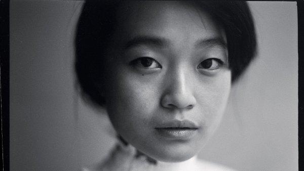 Vietnamská výchova mě minula, říká mladá umělkyně Liliana Pham, která se po úspěších v modelingu a návrhářství vrhla na fotografii