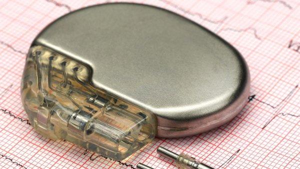 Hackeři už kardiostimulátor neohrozí, na okamžik ho ale mohou vypnout elektromobily, varuje předseda kardiologické společnosti