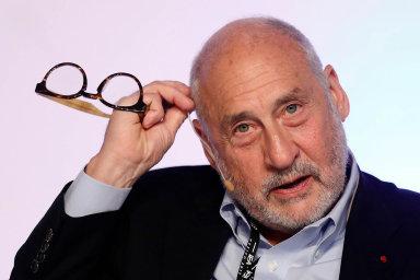 Joseph E. Stiglitz, nositel Nobelovy ceny za ekonomii z roku 2001. Nyní působí jako profesor na Kolumbijské univerzitě. V minulosti zastával funkci viceprezidenta a hlavního ekonoma Světové banky.