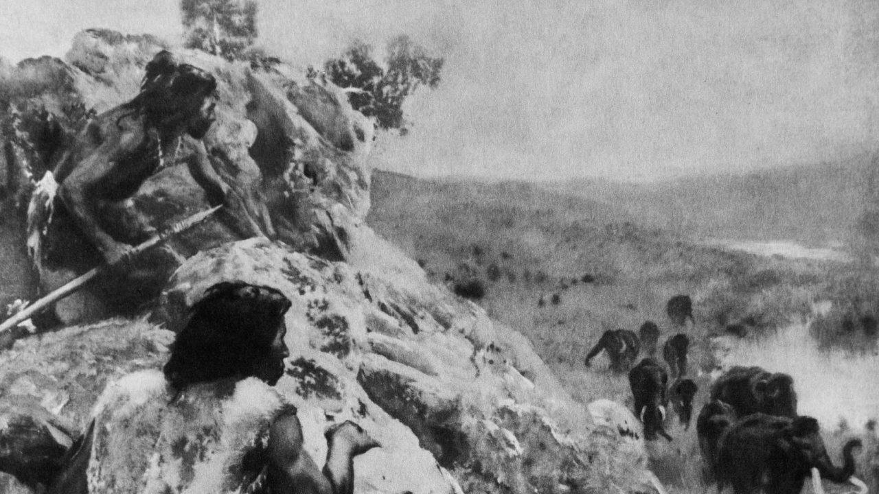 Zdeňka Buriana proslavily ilustrace mamutů a jejich lovců. Vědci však zjistili, že je nelovili do předem vyhloubených jam. Podle nových zjištění měli propracovanou strategii a přesně rozdělené role.