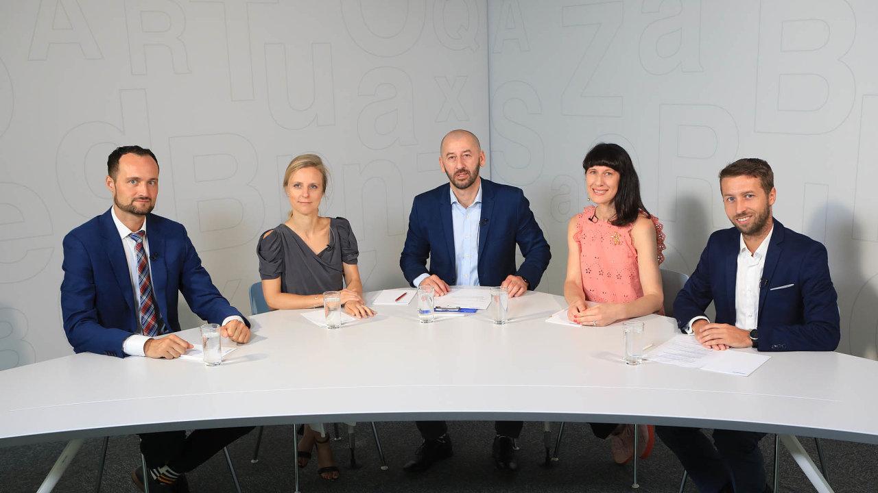 Debaty HN se zúčastnili (zleva) Kryštof Kruliš, Katarína Kakalíková, šéfredaktor HN Martin Jašminský, Radka Ondráčková a Jan Hruška.